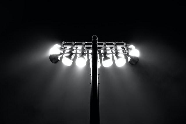 LED reflektor za boljšo osvetlitev in večjo varnost