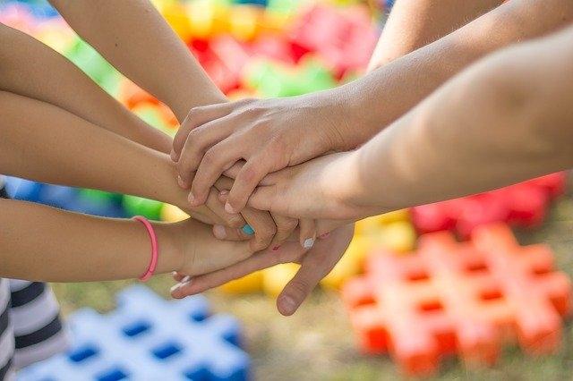 Team building za izboljšanje timskega duha v podjetju